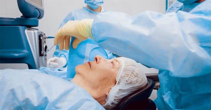 Mổ đục thủy tinh thể là phương pháp được áp dụng phổ biến trong y học hiện đại