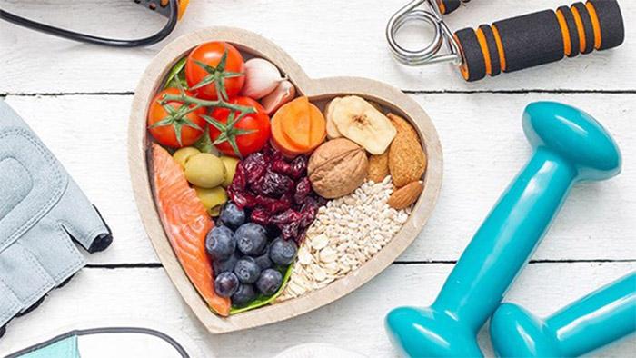 Lưu ý chế độ ăn uống và sinh hoạt sao cho khoa học, có lợi cho tim mạch