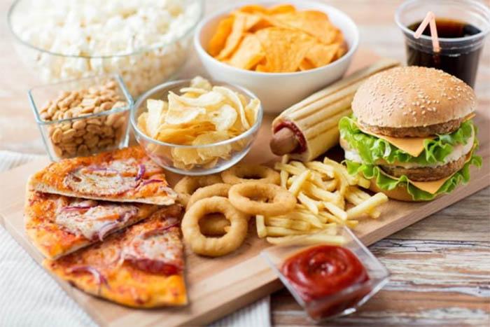 Người bệnh tiểu đường nên tránh đồ ăn mặn, chiên rán hay nhiều đường