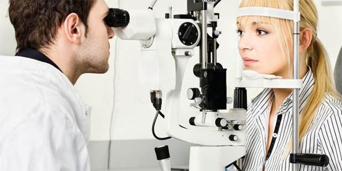 Người bị cận thị nên khám mắt định kỳ