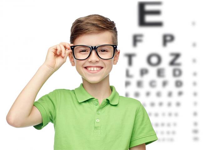 Số trẻ bị loạn thị ngày càng gia tăng nhanh chóng